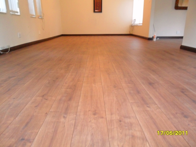KRONO_ORIGINAL_HAMPTON_LAMINATED_FLOOR_8MM_AC4_INSTALLED_IN_PRETORIA_417860.JPG