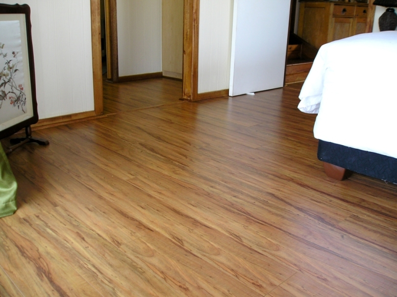 TRAVIATA_TEAK_AC4_VGROOVE_8MM_LAMINATED_FLOOR_INSTALLED_IN_PRETORIA_P611249417860.JPG