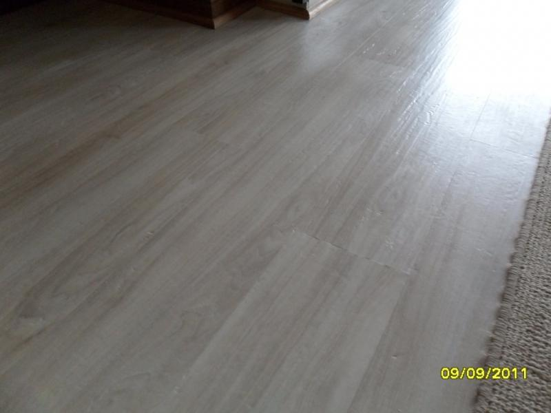 TRAVIATA_VINY_5MM__ASPEN_WHITE_OAK_VINYL_FLOORING_INSTALLED_N_PRETORIASAM_001217860.JPG